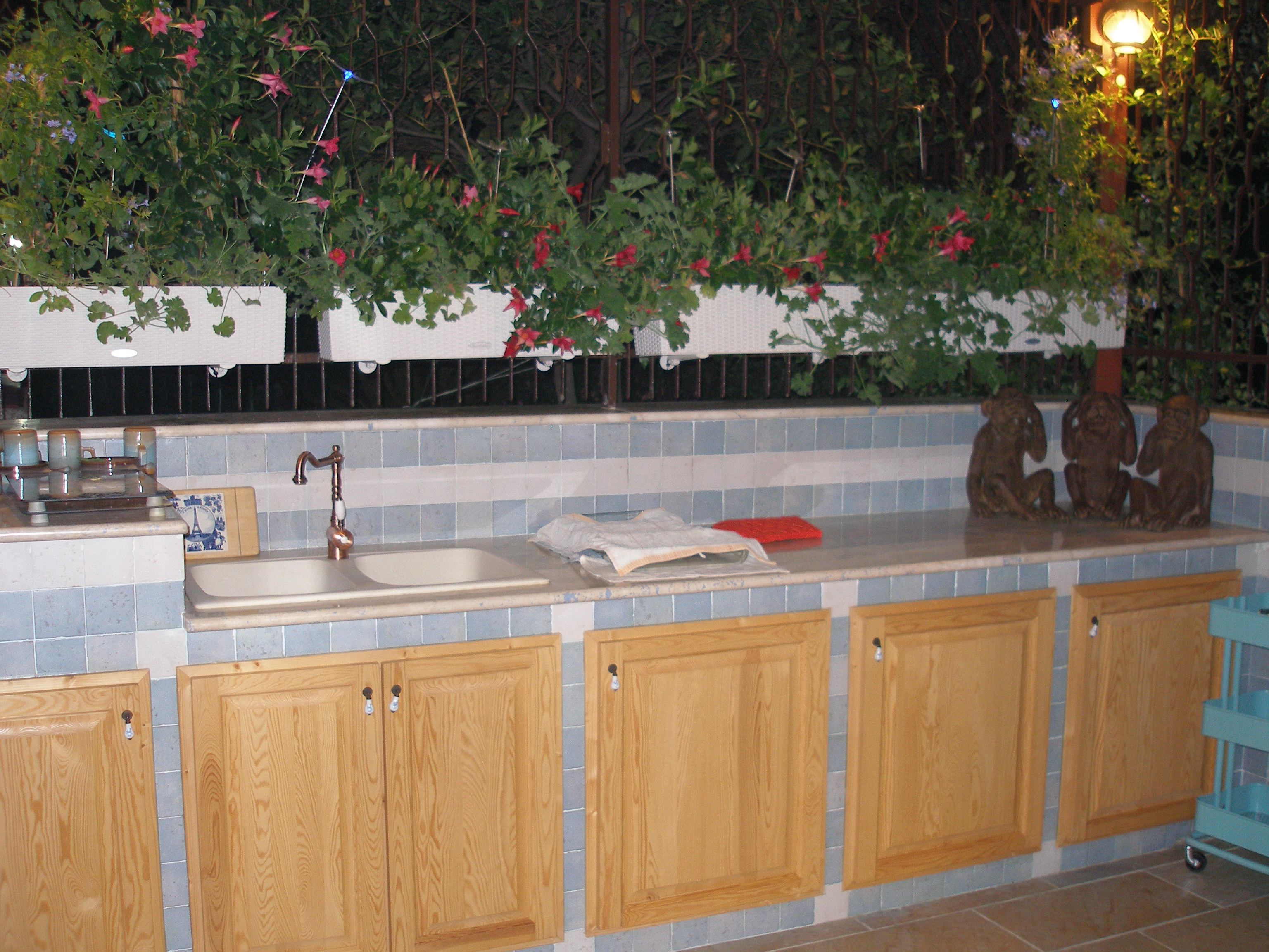 Copertura a due falde con lucernari - Cucine in muratura giardino ...